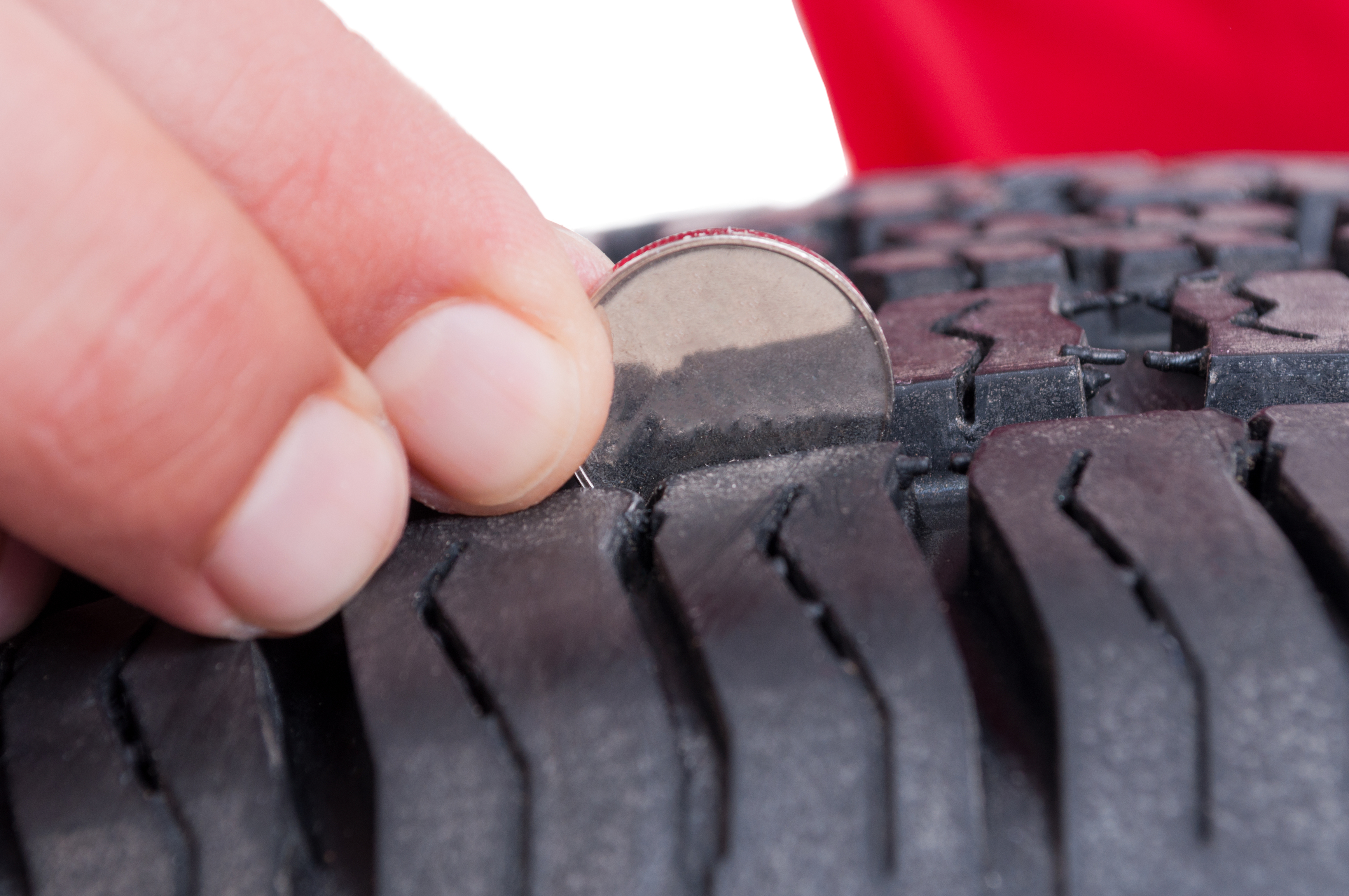 Tyre check with coin in tyre tread winter car hacks