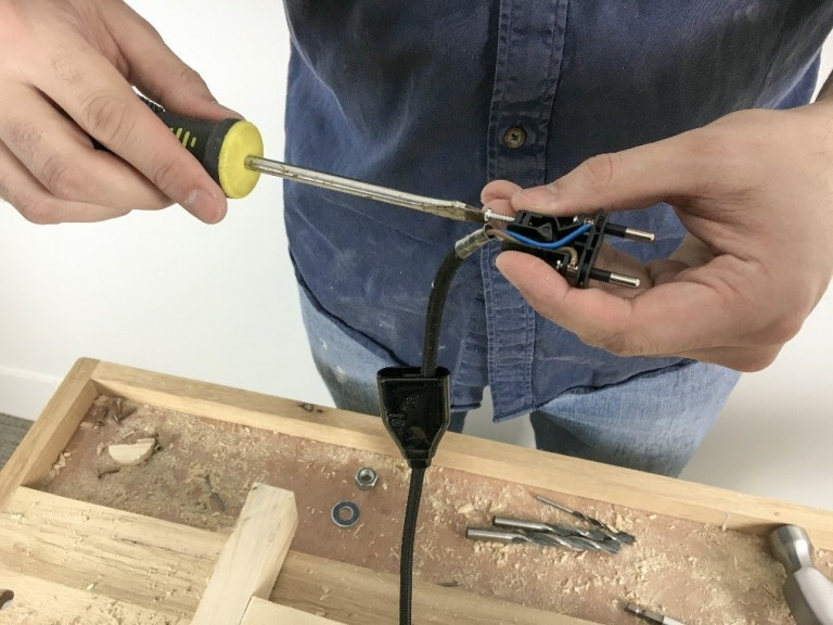 how to make a lamp manomano mano mano the handy mano wiring electricals plug
