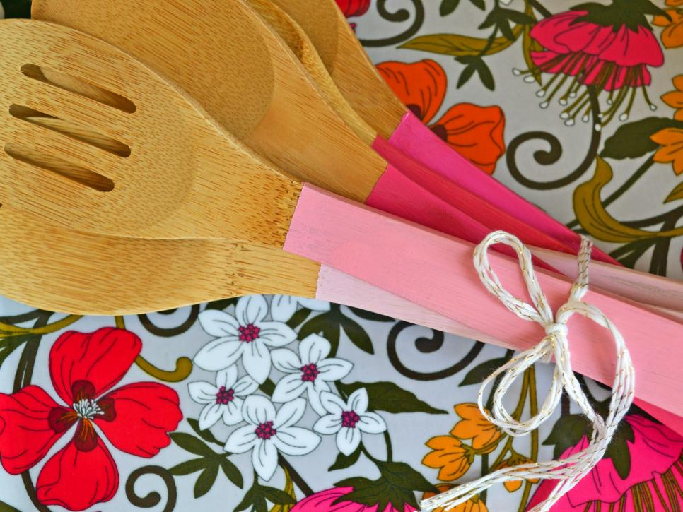 one paint pot can DIY project the handy mano manomano painted kitchen utensils