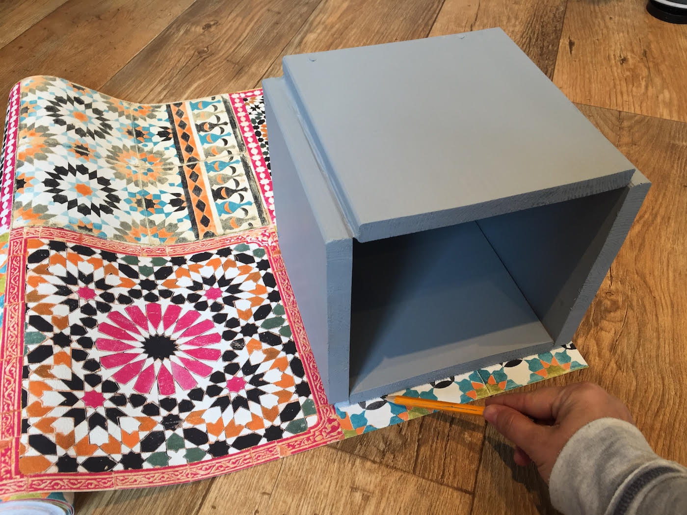 diy do it yourself the handy mano mano mano manomano moroccan style tile tiles cement concrete plant planter botanical mediterranean upcycle budget look for less cube on wallpaper