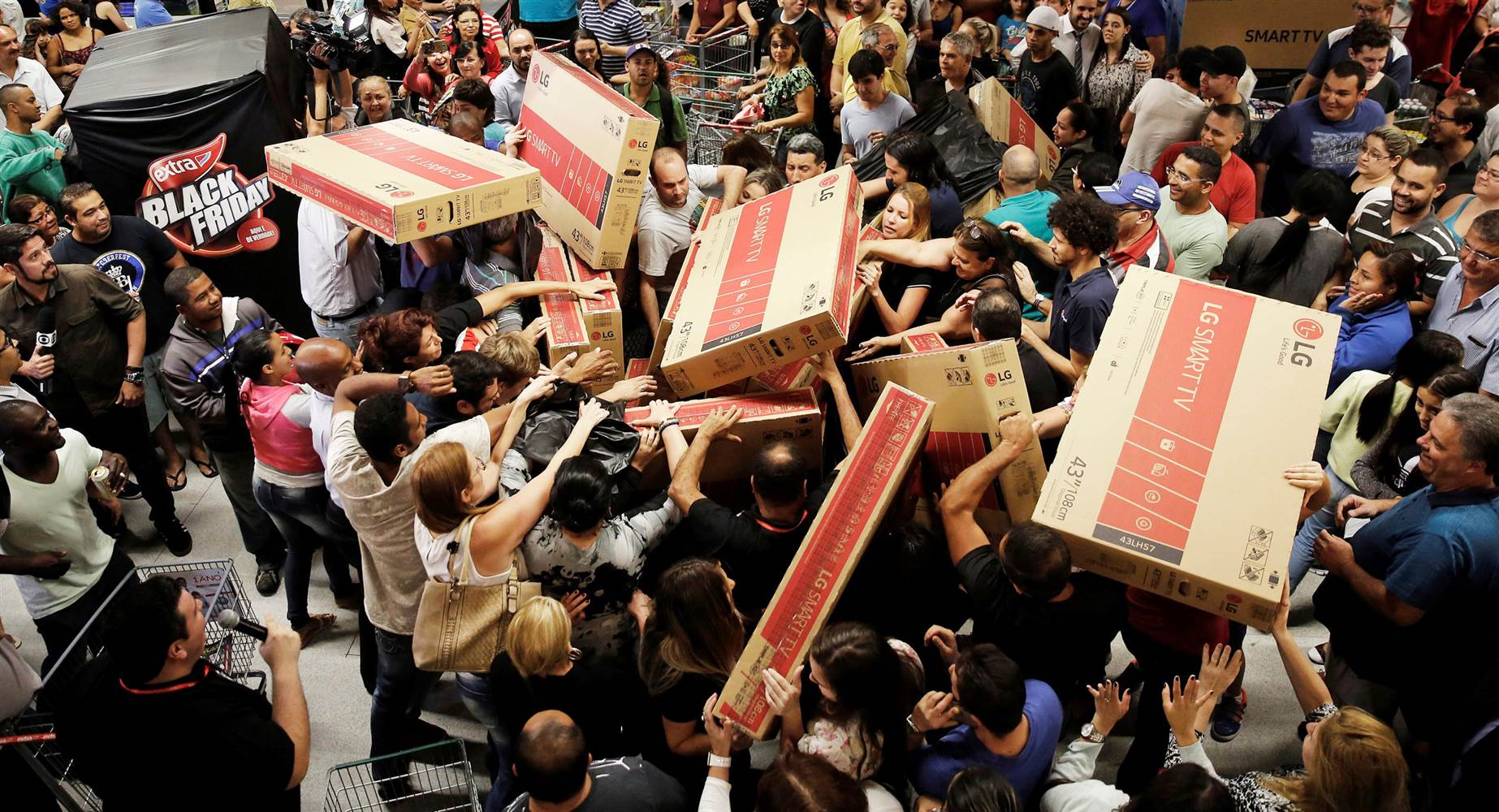 Top 5 Tips on Surviving Black Friday the handy mano thehandymano manomano mano deals hectic chaos