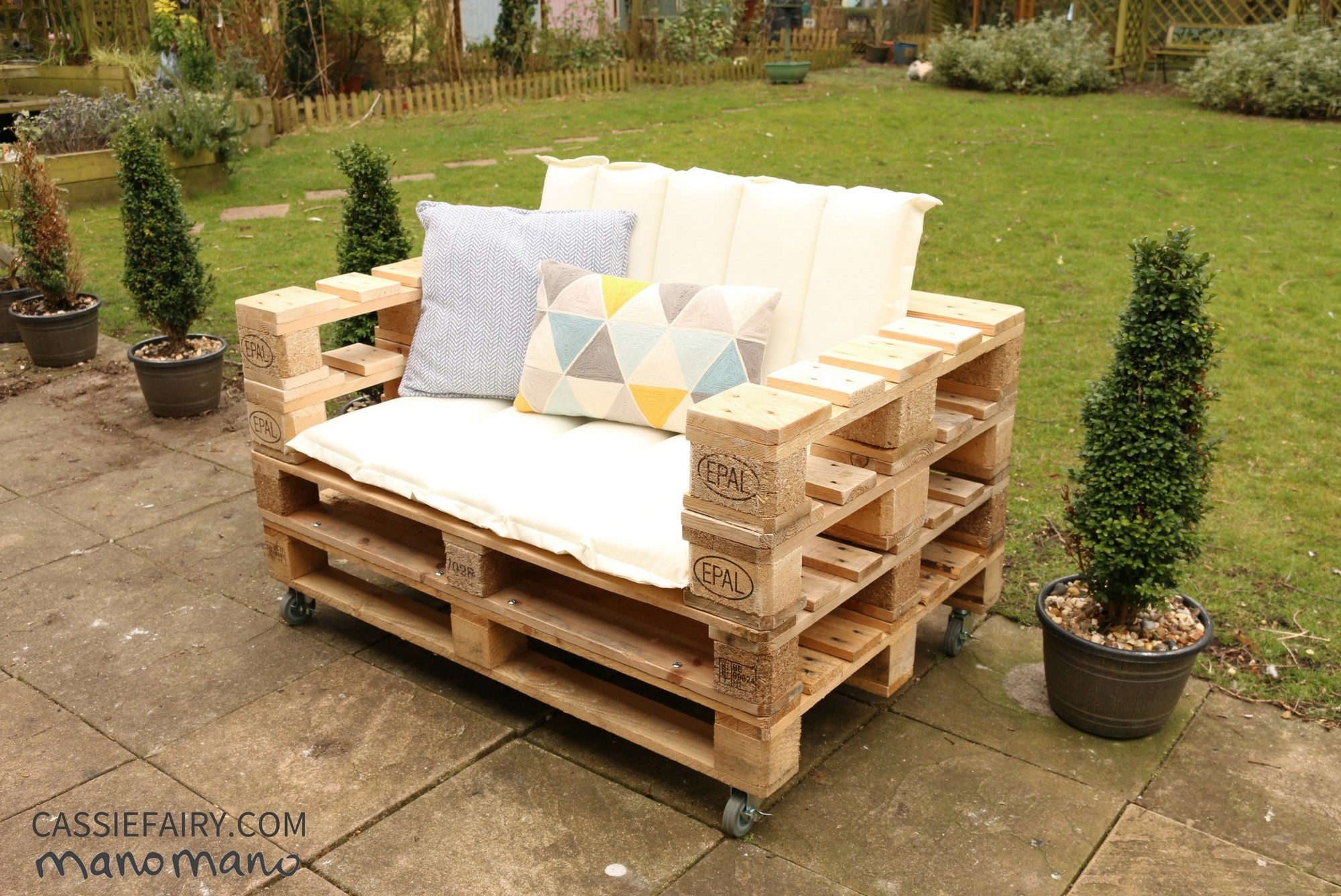 DIY Pallet Chair - The Handy Mano