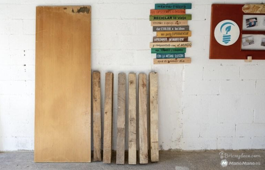 Materials to make a mobile workbench from scratch