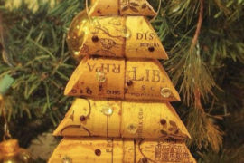 DIY Christmas decorations with wine corks