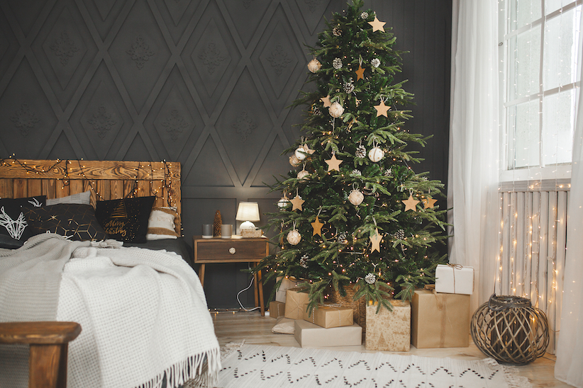 Natural colours and materials mixed with warm lighting for a cosy Christmas